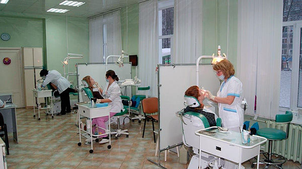 The photo shows an example of a dental office in the city clinic.